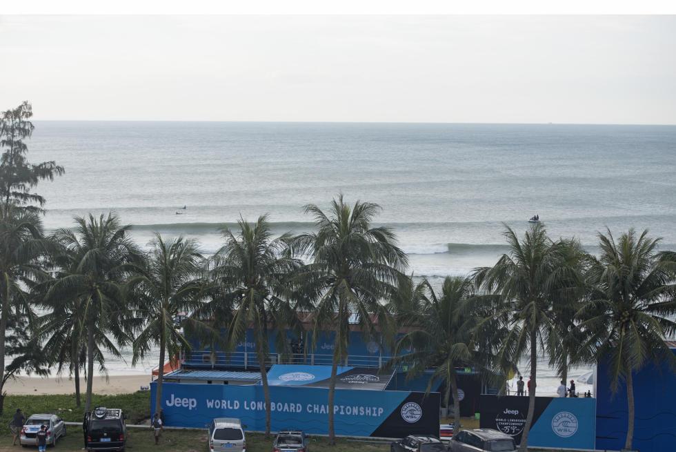 La gauche chinoise de l'île Hainan, devenue le lieu de rendez-vous mondial annuel du longboard.